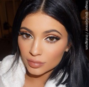 Kylie Jenner Shows Support for Girl with Alopecia Areata